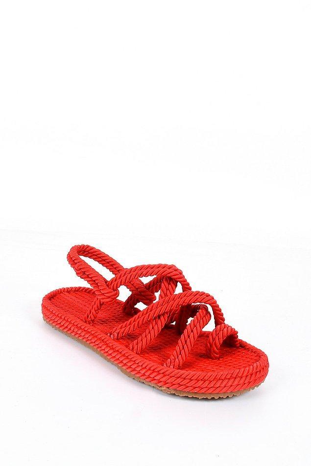 15. Kırmızı sandaletler;