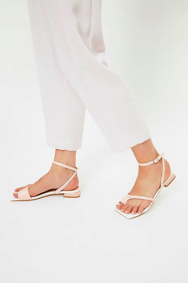 17. Pudra sandalet;