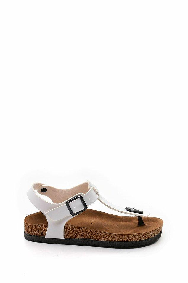 19. Beyaz, parmak arası sandalet