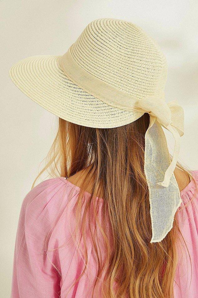 14. Plajların vazgeçilmezi hasır şapkalar;