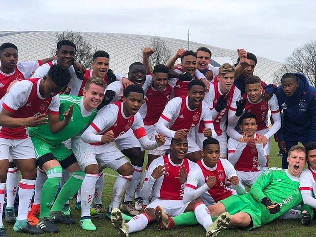 1. AFC Ajax, Hollanda