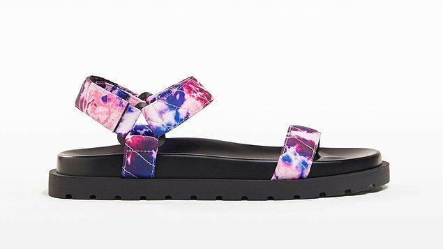 2. Sandaletlerde bu yıl moda olan model Bershka'da.