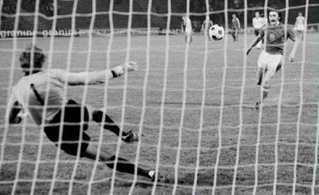 """Literatüre yeni bir terim kazandıran """"Panenka Penaltısı"""" (1976)"""