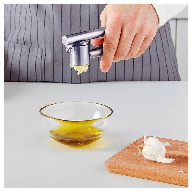 7. Ikea sarımsak ezici ile mutfakta geçirdiğiniz zamanı keyifli hale getirin.