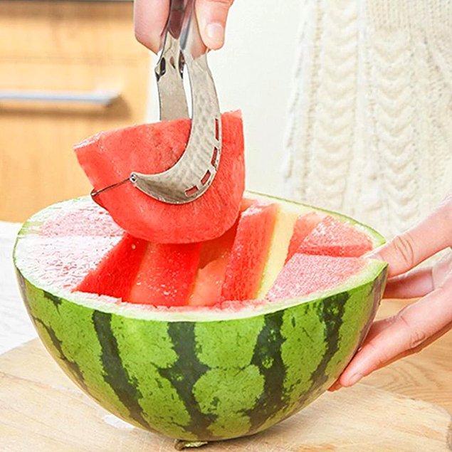 9. Etkileyici sunum tabakları için karpuz dilimleyici kullanın!