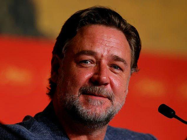 15. Russell Crowe oyunculuğn yanında aktif olarak müzisyenliği de sürdürdü.