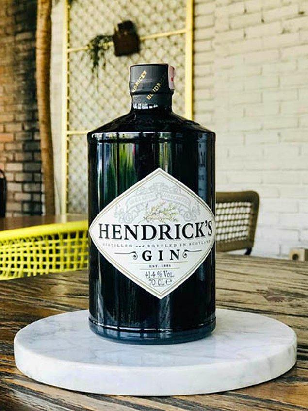 Üst segment sayılabilecek Hendricks Cin'in 70'lik fiyatı ise 2000 TL. Adisyona bir de servis tutarı eklenmiş, o da 3016 TL
