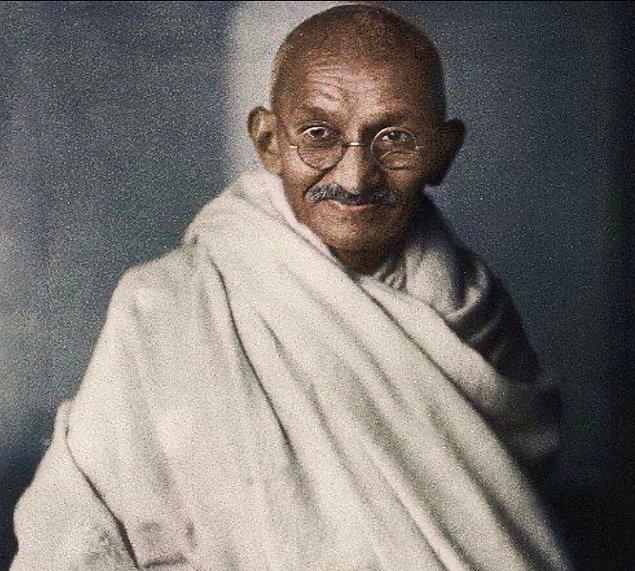 Akılalmaz hikayesi Mahatma Gandhi'ye bile ulaşmış ve Gandhi Devi'nin durumunun araştırılması için bir komisyon kurmuş.