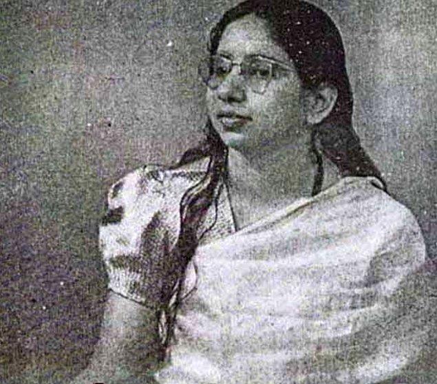 Bu şok edici olaya ikna olan  Kedarnath Chaube o zaman on yaşına gelmiş olan oğluyla birlikte Devi'yi görmeye gitmiş.