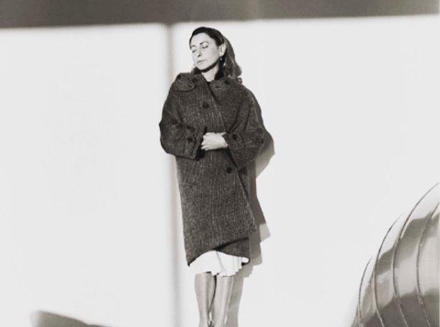 10. Miuccia, moda dünyasında sanatçılarla işbirliğine başlayan ilk tasarımcı olmuştur.