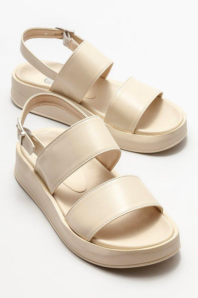 8. Rahat yüksek tabanlı bir sandalet arıyorsanız, doğru yerdesiniz. 🥰