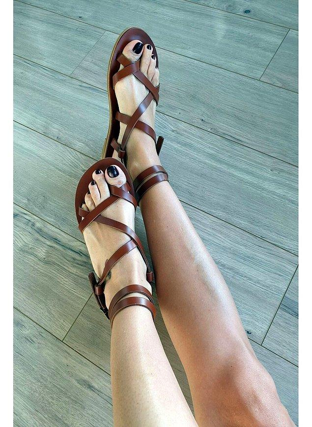 10. Bohem stilinden ödün vermek istemeyenler için en şık kadın sandalet modelleri tam olarak şurada👇