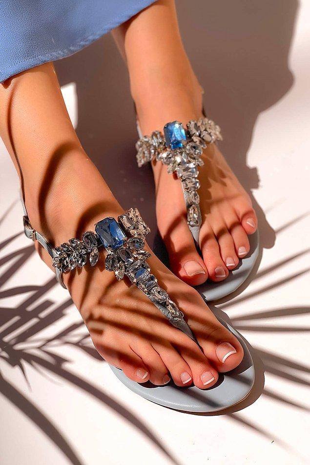2. Her daim şıkır şıkır olmayı sevenler için iddialı sandalet modelleri!