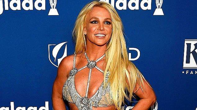 Pop müziğin kraliçelerinden Britney Spears'ı aranızda tanımayan yoktur. Çok küçük yaşlarda başladığı müzik kariyerini 7'den 70'e herkes biliyor.