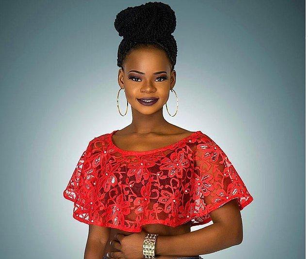 Ty Bello ile çekimlerinin ardından yavaşça ün kazanmaya başlayan Olajumoke çok geçmeden bir ajansla modellik sözleşmesi imzalamış.