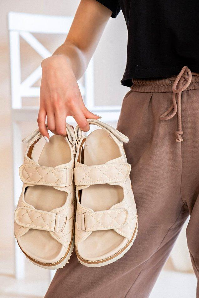 3. Kapitone sandaletler tüm stilinizi değiştirecek kadar etkileyici bir görünüme sahip...