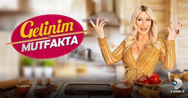 Geçtiğimiz yıl Kanal D ekranlarında yayınlanan ve sunuculuğunu Seda Sayan'ın yaptığı 'Gelinim Mutfakta' adlı programın yeni sunucusu olmuş Akalın.