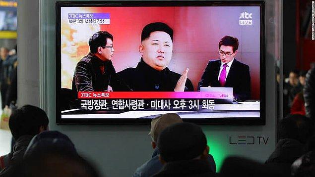 1. Kuzey Kore'de istediğiniz TV kanalını seyretmek yasak. Ülkede sadece Kim Jong-Un propagandası yapan kanallar serbest.