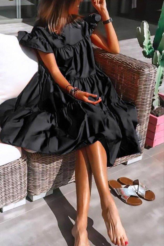 3. Kol detayı ve eteği ile son derece şık aynı zamanda rahat bir model. Yaz için en sevdiğim salaş elbise modellerinden...