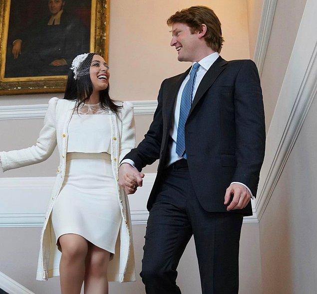 Kameralar önünde olmayan bir törenle dünyaevine giren çift, bir yıl süren evliliklerinin ardından boşanma kararı aldı.