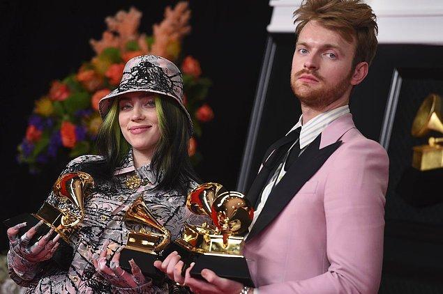 Her zaman olduğu gibi yine Billie Eilish ve abisi Finneas'ın imzası bulunan şarkıyı ilk kez dinleyen Türk dinleyicilerin kulağına bir benzerlik takıldı.