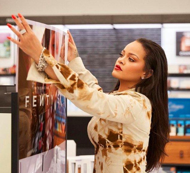 Kendisi 2017 yılında Fenty Beauty isimli kozmetik markasının yakaladığı başarıyla sadece müzik sektörünü değil güzellik sektörünü de kasıp kavurmuştu.