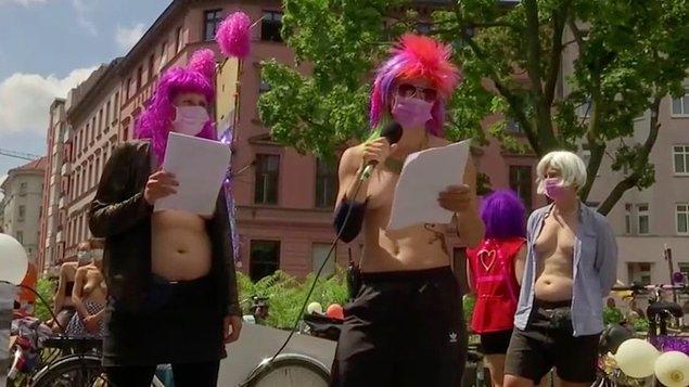 Bisikletle yapılan protestoda 'Memenin cinsiyeti yoktur' ve 'Benim bedenim benim kararım' sloganları atıldı.