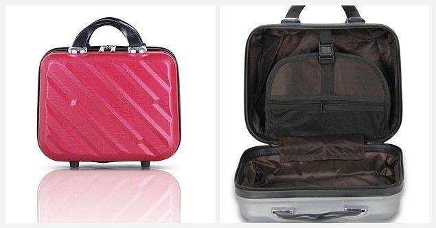3. Kişisel eşyaların için minik bir el valizi