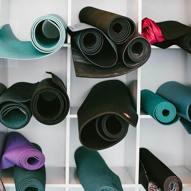 9. Pilates ve yoga yapmaya karar verdiyseniz iyi bir mat almalısınız.