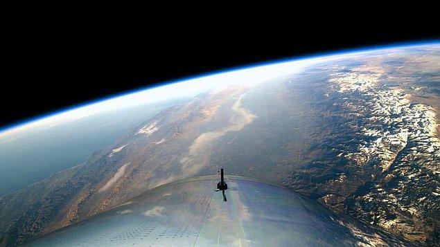 Dünyamız 100 kilometre yüksekliğe çıkan uzay aracından böyle görüntülendi.