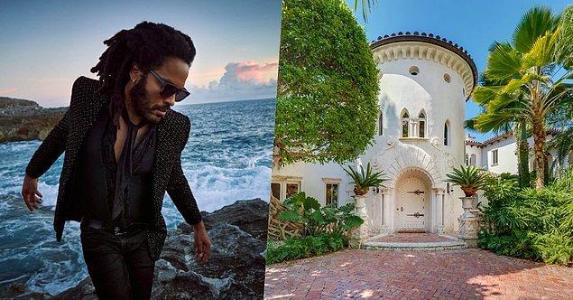 2. Sanatçı Lenny Kravitz de Bahamalar'da özel adası olan isimlerden. Kendisi karantina dönemini de adasında geçirmiş ve sosyal medya hesaplarında sık sık adadan fotoğraflar paylaşıyor.