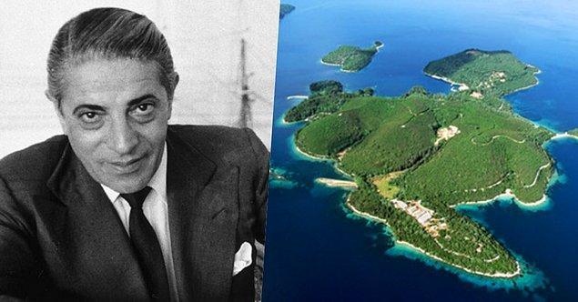 21. İzmir doğumlu armatör ve iş adamı olan Aristotle Onassis'in İyonya Denizi açıklarında Skorpios isimli özel bir adası vardı.