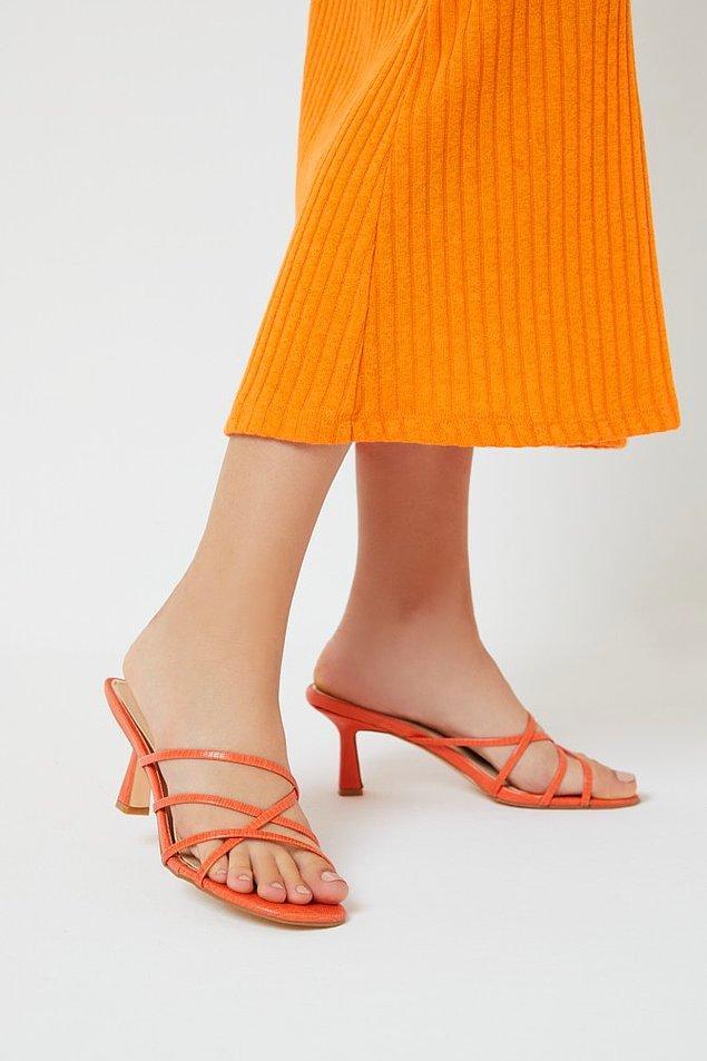 Eğlenceli yaz günlerini renkli ve hareketli topuklu terliklerle tamamlayabilirsiniz.