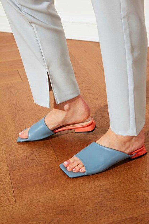 Stilinizi farklılaştırmak için küt burunlu terlik modellerini seçenekleriniz arasına ekleyebilirsiniz.