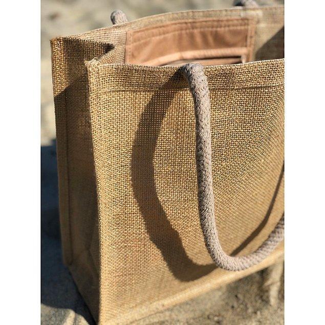7. Şık bir plaj çantası olmadan tamamlanmış bir plaj stiline sahip olamayacağınızı hatırlatmak isteriz. 🙄
