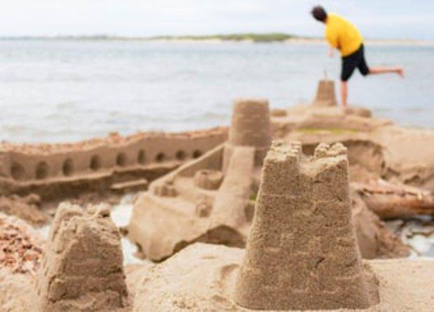 Kumdan kaleler yapmak