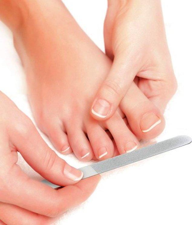 10. Ayak tırnaklarınızda ya da topuklarınızda sorun varsa bunu çorapların ya da ayakkabıların ardına gizlemek yerine, doğru bakımı uygulamalısınız.