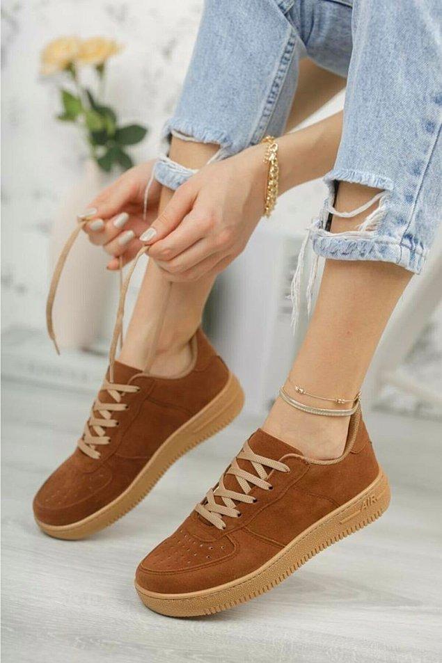 1. Rahatına düşkün iş kadınlarının tercihi loafer ayakkabılar.