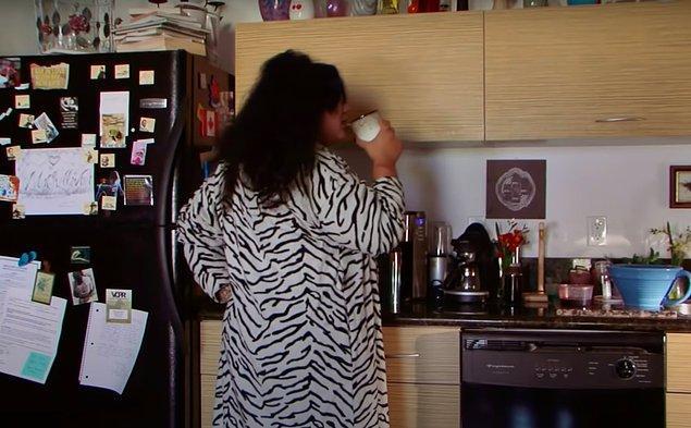 Kanın ona her zaman çok etkileyici göründüğünü belirtiyor. Kahvesine ve yaptığı yemeklere bile kan katan kadın, bugüne kadar neredeyse 5000 litre kan içmiş. Bu miktar 23 küveti dolduracak kadar fazla.