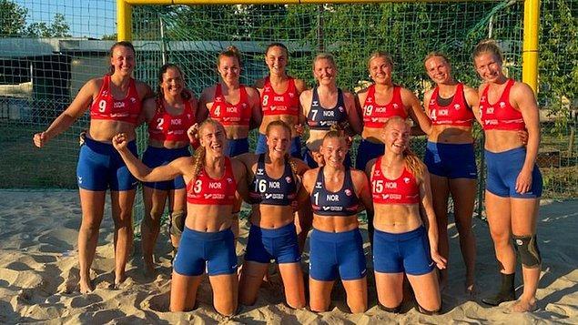Ancak geçtiğimiz günlerde Norveç Kadın Plaj Voleybolu takımı artık bikini altı yerine şort giymek istediklerini belirttiklerinde korkunç bir gerçekle karşı karşıya kaldı.