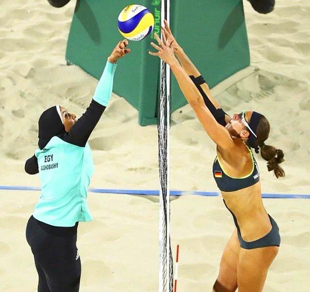 2012 yılında bu zorunluluk kaldırılarak Mısır Kadın Plaj Voleybolu takımının olimpiyatlara katılmasının ardından bu görüntüler de epey konuşulmuştu hatırlarsanız.