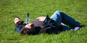 Alkol Etkisindeki İnsanı Mum Gibi Ayağa Dikip Kendine Getirecek Yöntemler