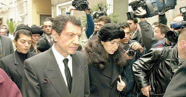 Yaşarken eleştirilerin odağında olan Manukyan, 17 Şubat 2001'de kalp krizi nedeniyle hayatını kaybetti.