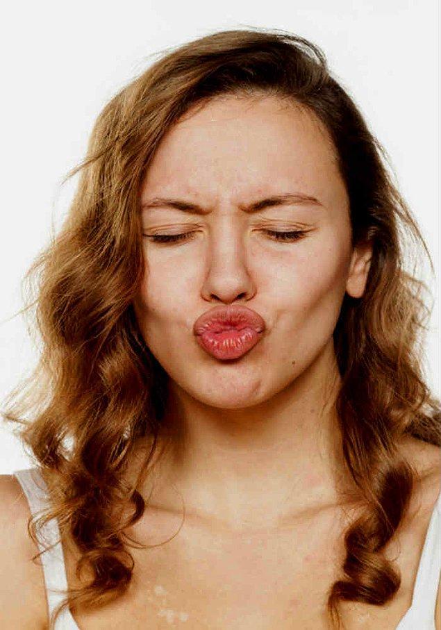 12. Düzenli olarak dudak egzersizleri yapın.