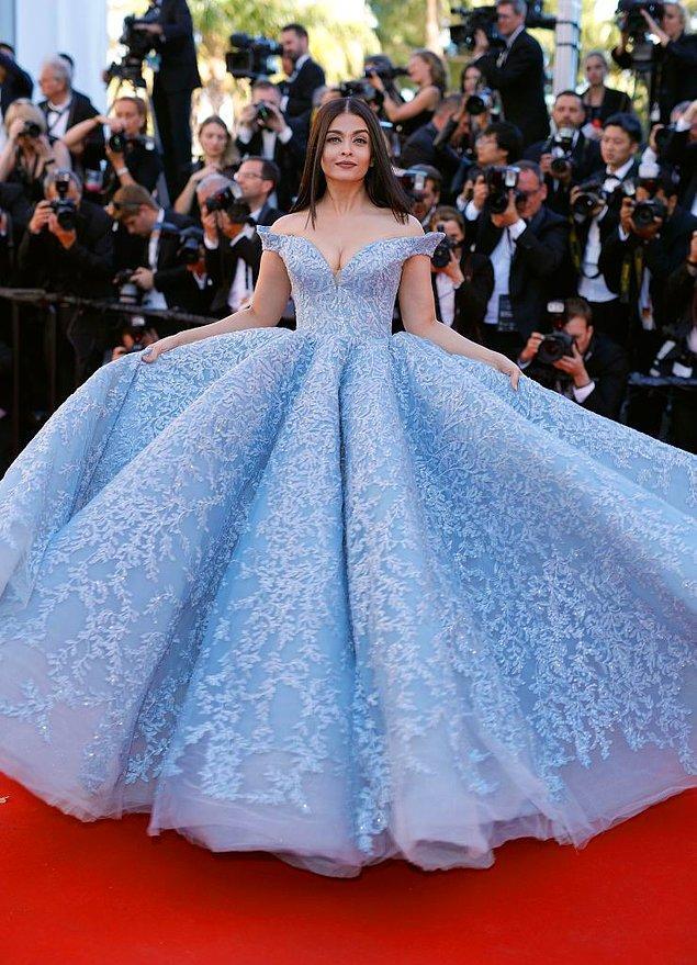 Kabarık elbiseleri hep prenseslerle özdeşleştirdiğimiz için tarlatanı hep asil olmakla, zenginlikle özdeşleştirdik.