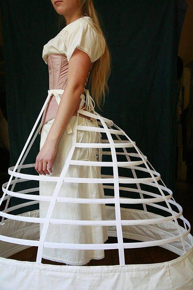 Bu durumdan bıkan kadınlar tarlatanı icat etti. Bu hafif ve ucuz giysi sayesinde kat kat giyinmekten kurtulacaklardı.
