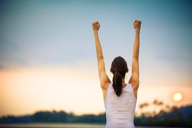 Özgüveninizi artıracak şeylerle uğraşın! Çevrenize göre değil, içinizden gelenlere göre hareket edin ve yapabileceklerinize odaklanın. Hem anı yakalamış olacaksınız hem de başardıklarınızla gurur duyacaksınız.