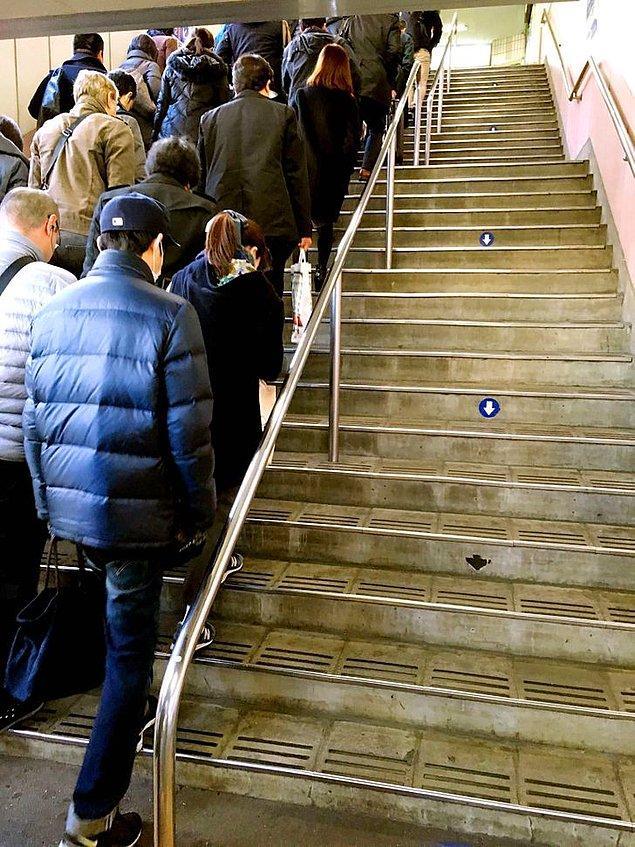 6. Japonlar genel olarak kurallara uyan disiplinli insanlardır. Örneğin aşağıya inmek için kullanılan bir merdiveni kimse yukarı çıkmak için kullanmaz.