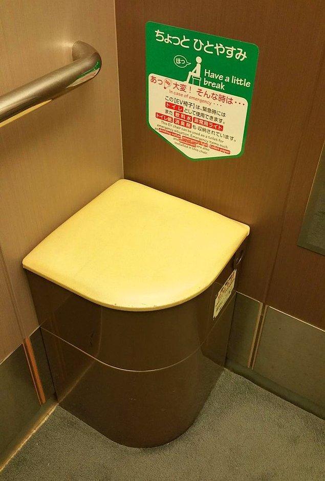 12. Asansörlerde genellikle acil durumlarda tuvalet olarak kullanılabilecek bir koltuk bulunur.