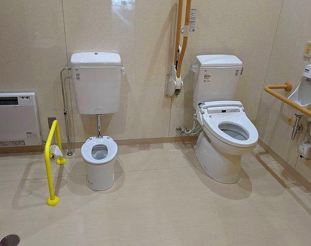 15. Tren istasyonlarındaki tuvaletlerde çocuklar için küçük tuvaletler bulunur.